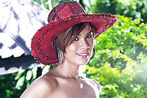Pretty Lucy Cumme strips zipped dress in hat and poses nude